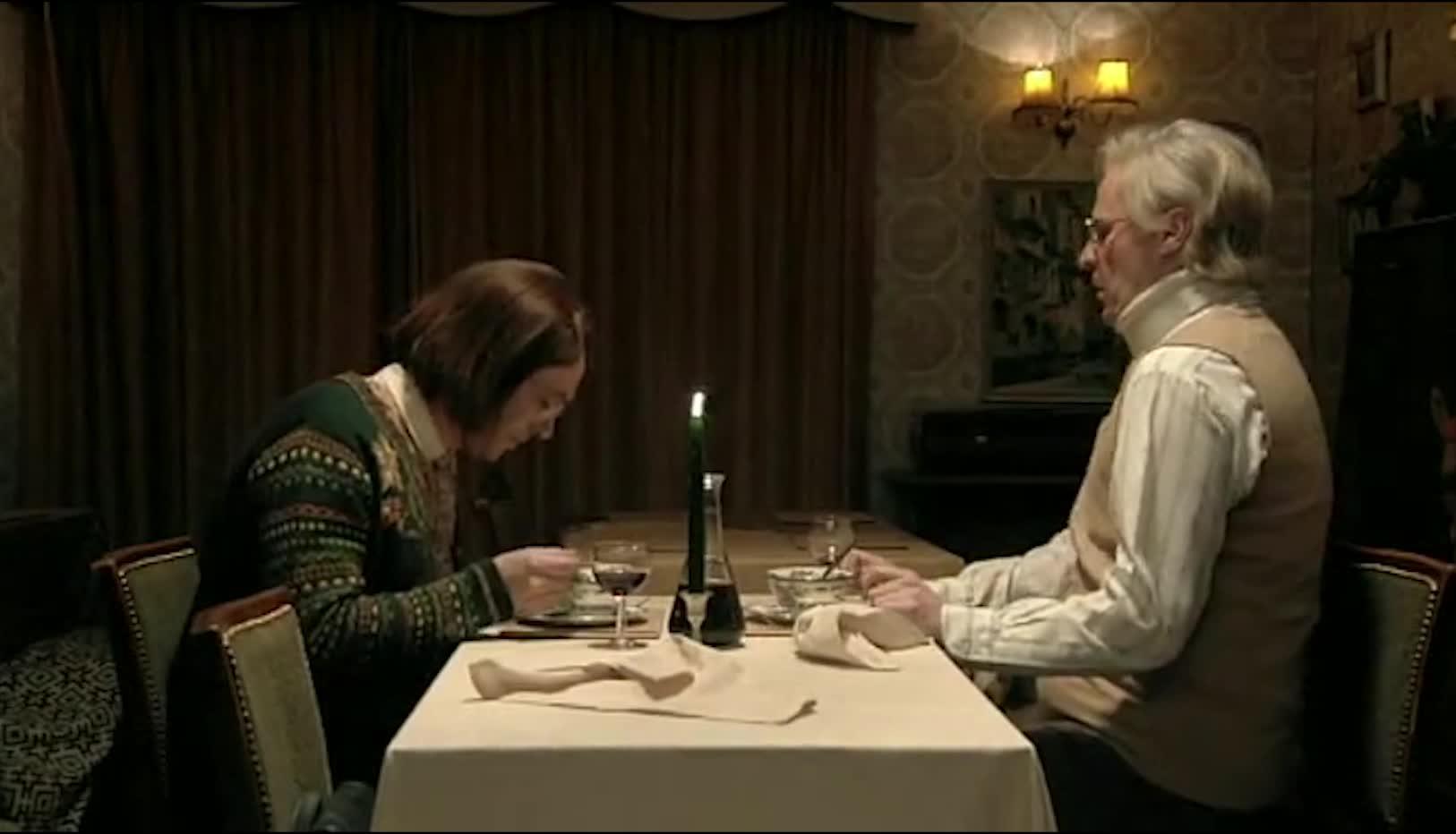 情人到男子家约会,吃饭过程中,意外发现众多尸体