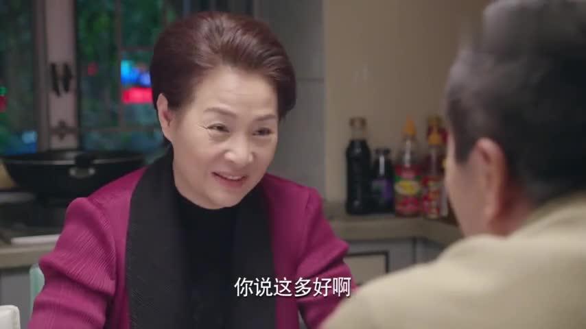 """#追剧不能停#黄昏恋玩出新花样 老汉相中单身大妈 约她去""""天涯海角""""玩浪漫"""