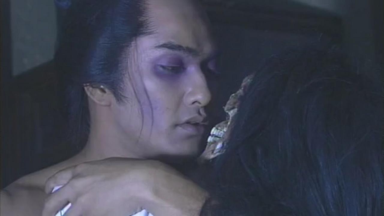 #惊悚看电影#小情侣被棒打鸳鸯之后,妹子依然每晚去找情郎,但结局出人意料!