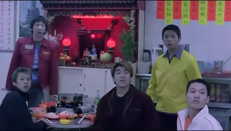 火锅和盒饭是香港黑社会两大标配啊!特别是黑道片