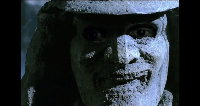 原来石像还是个活人,里面的竟然是成龙,这是怎么回事,咋进去的