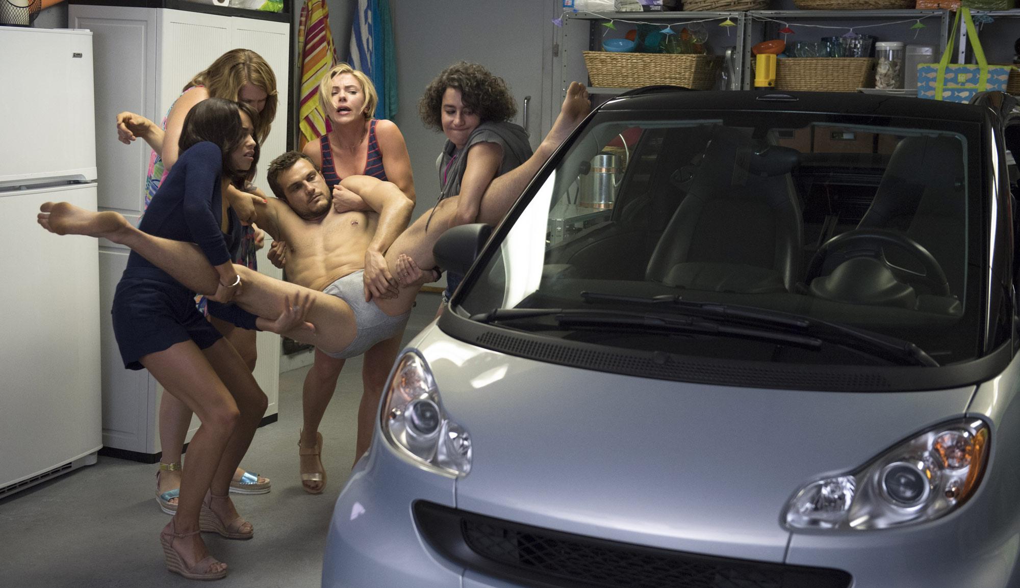 五个闺蜜玩死了脱衣舞男还抛尸!寡姐新片好重口!