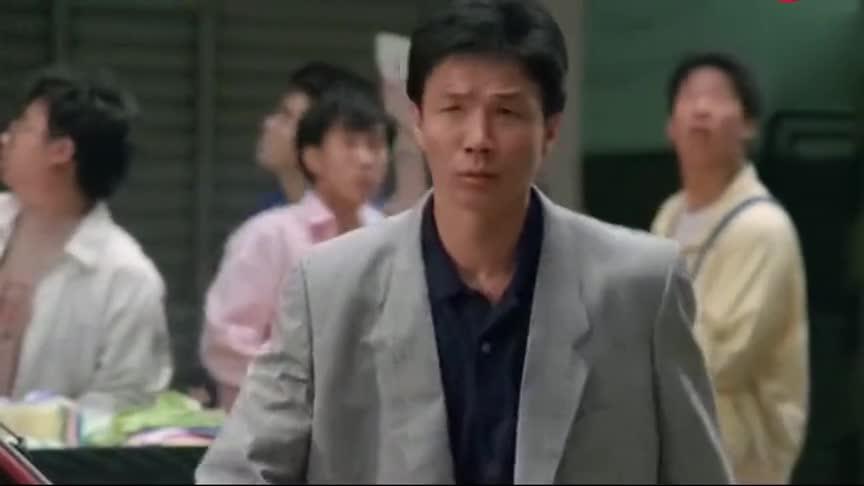 《最佳福星》洪金宝和光头佬碰到劫匪,光头佬把橘子还能这样用?