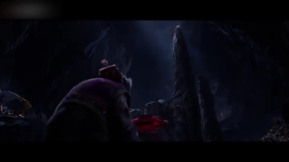 #经典看电影#红宝石太过诱人,猴子看见他眼珠子都在发光,将其拿起后洞穴立马坍塌