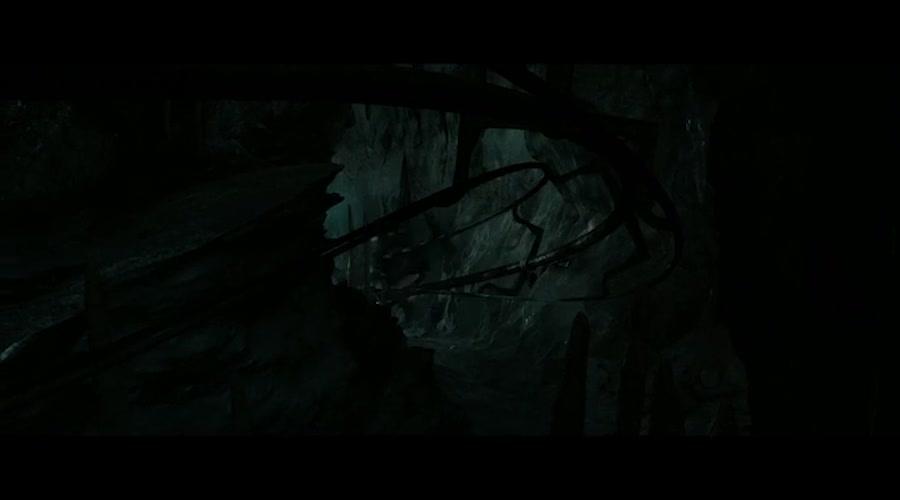小伙几人终于进入密室,一路惊险,却发现这里锁了一条龙