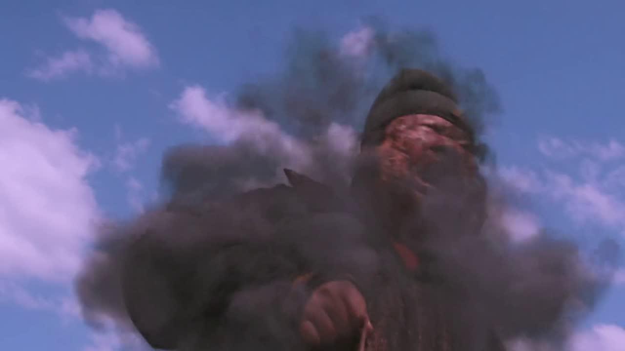 #电影片段#大理寺卿薛勇的身上,突然冒起黑烟,竟然是和贾颐一样的死法
