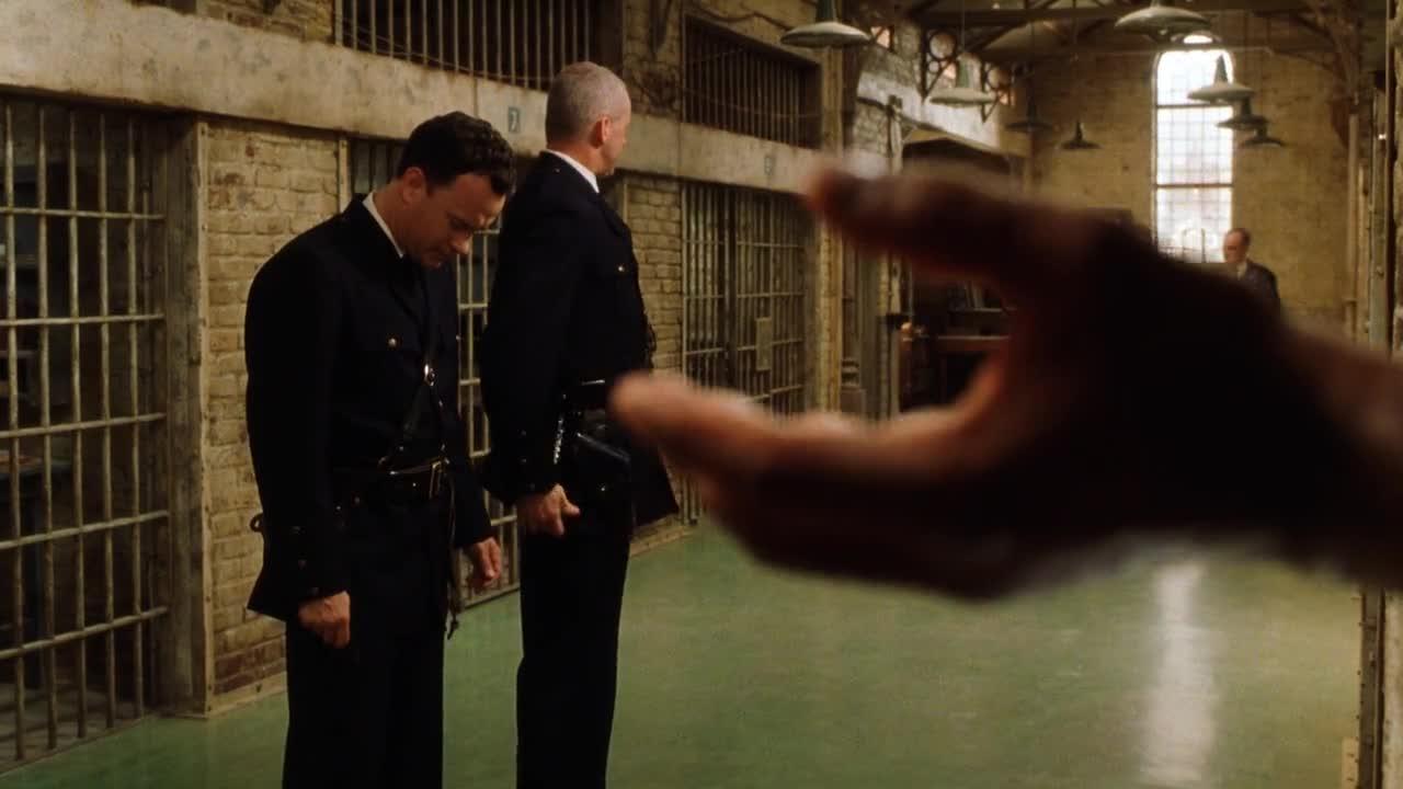 心爱的宠物鼠被警察踩死,男子奔溃,会遭报应吗