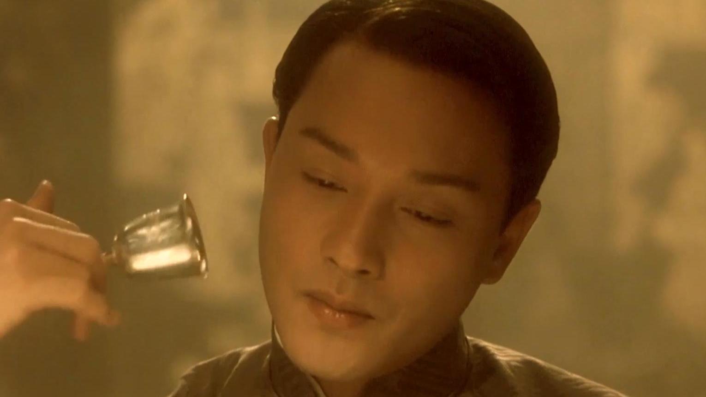《霸王别姬》冷知识:程蝶衣角色险被尊龙夺去,巩俐喝白酒壮胆!
