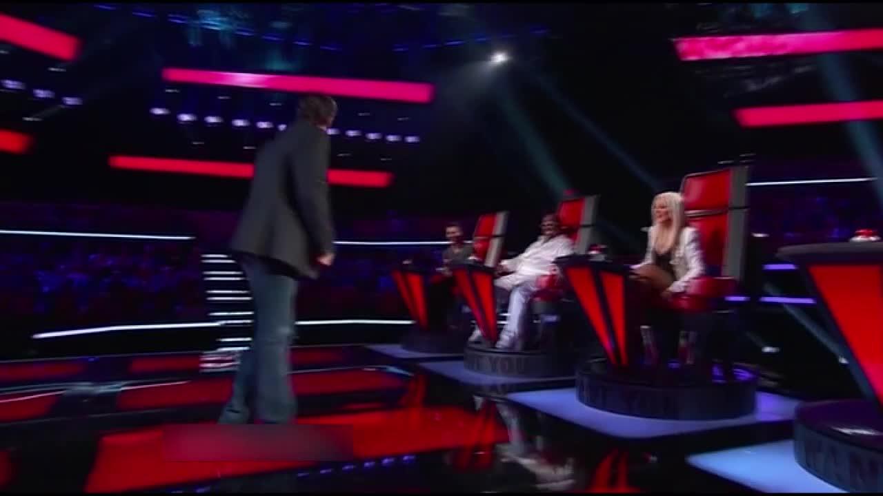 选手虽然被淘汰,但评委们还是给了不少意见,布雷克还下场跳舞