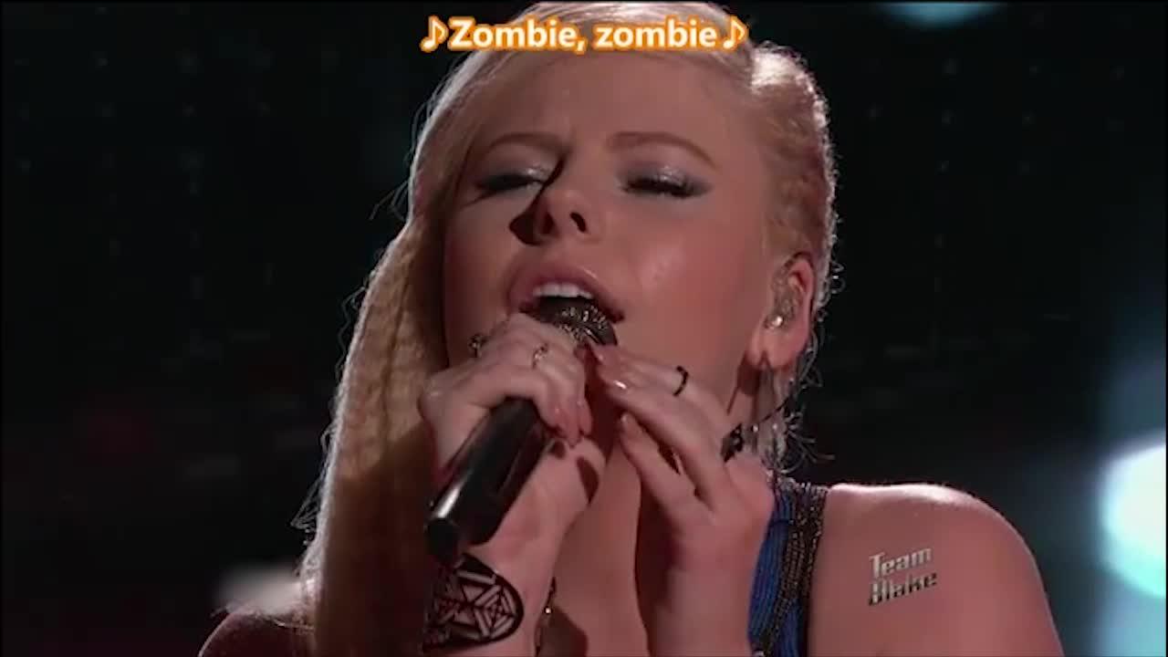 她的歌声唤起了格温心中的回忆,现场观众都被打动了