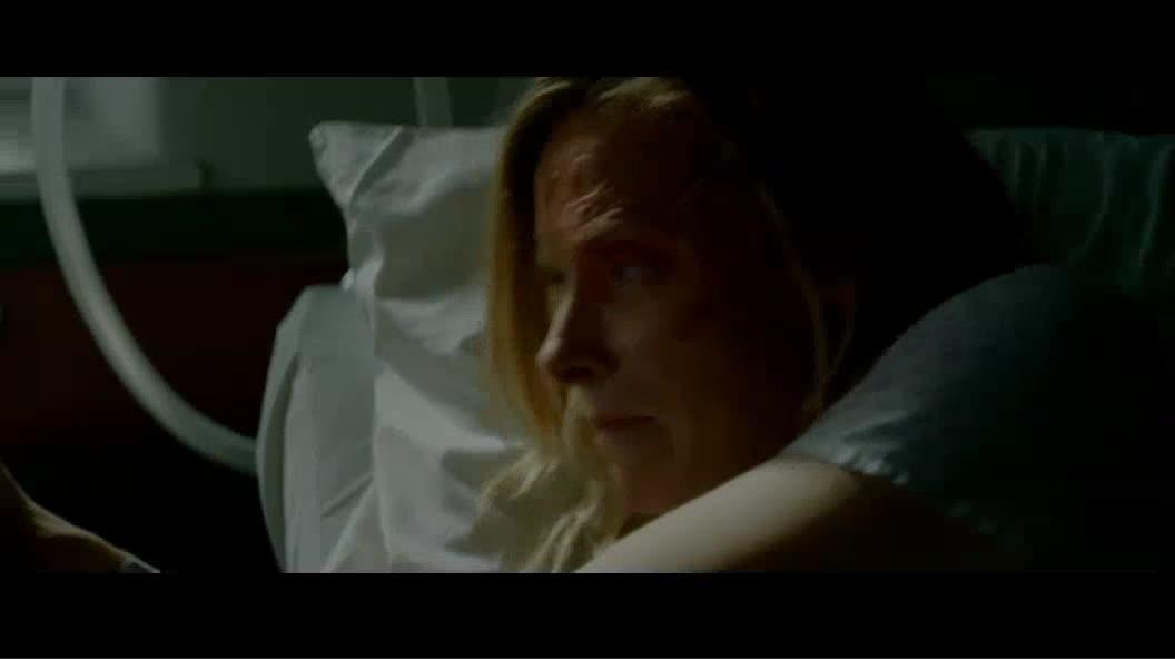 为了逃跑,女儿拔出了插在妈妈身上的呼吸机