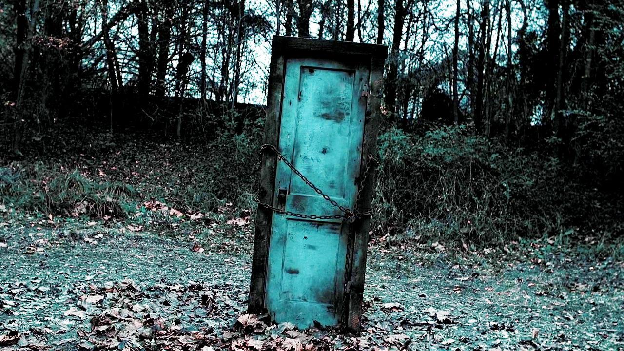 #电影迷的修养#一个火烧土埋都不会坏的门,一旦链子打开就有孩子频失!