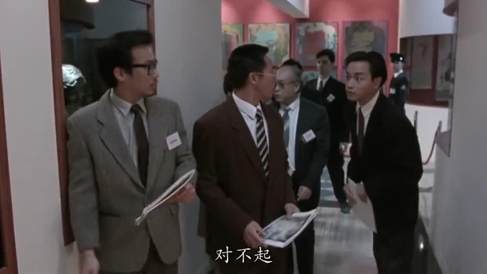 #电影迷的修养#经典片段:张国荣仅凭小物件,立马吸引众人目光,警察都抓不住!