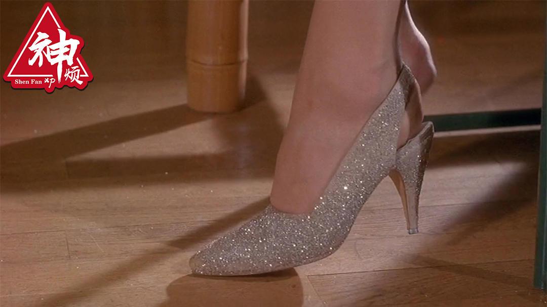 #经典看电影# 如果你得到一双能变美的鞋子,男人们都为你而疯了,会怎样?