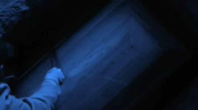 深夜掘墓盗尸 施法术祈祷起死回生