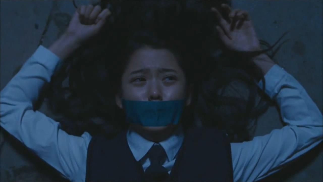 #经典影视#16岁少女爱上不良少年,小混混把女孩共享给朋友一起糟蹋玩乐