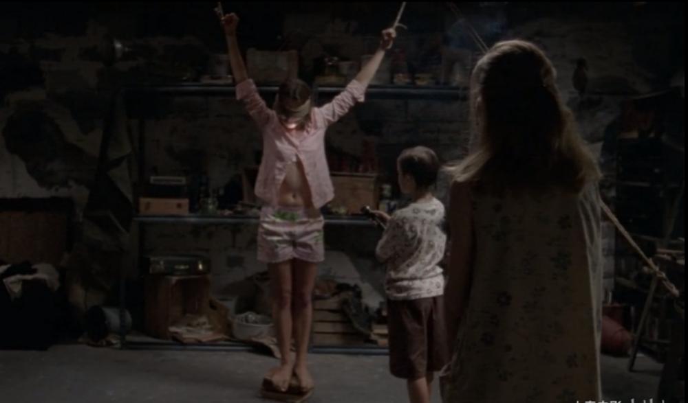 #惊悚看电影#少女被困地下室数日,残忍的受尽折磨,看完让人背脊发凉!