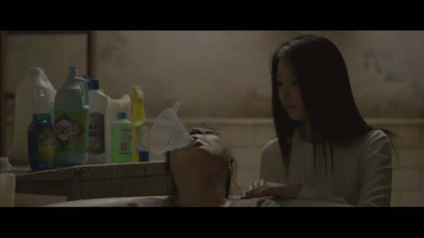 #最近有什么好电影#电影推荐:这个女的天天拉着皮箱回家,但是从来没有拉出来过?