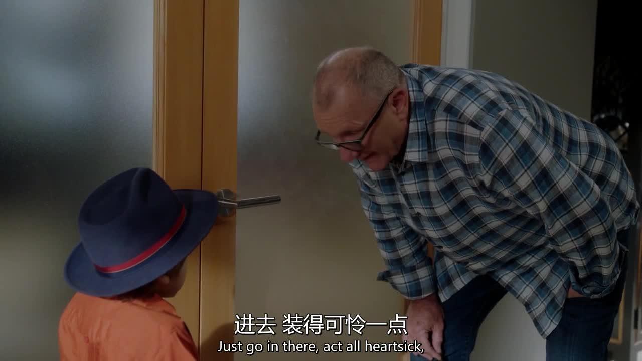 老爸想讨老婆开心,让孩子跟着做事,还被妈妈骂一顿
