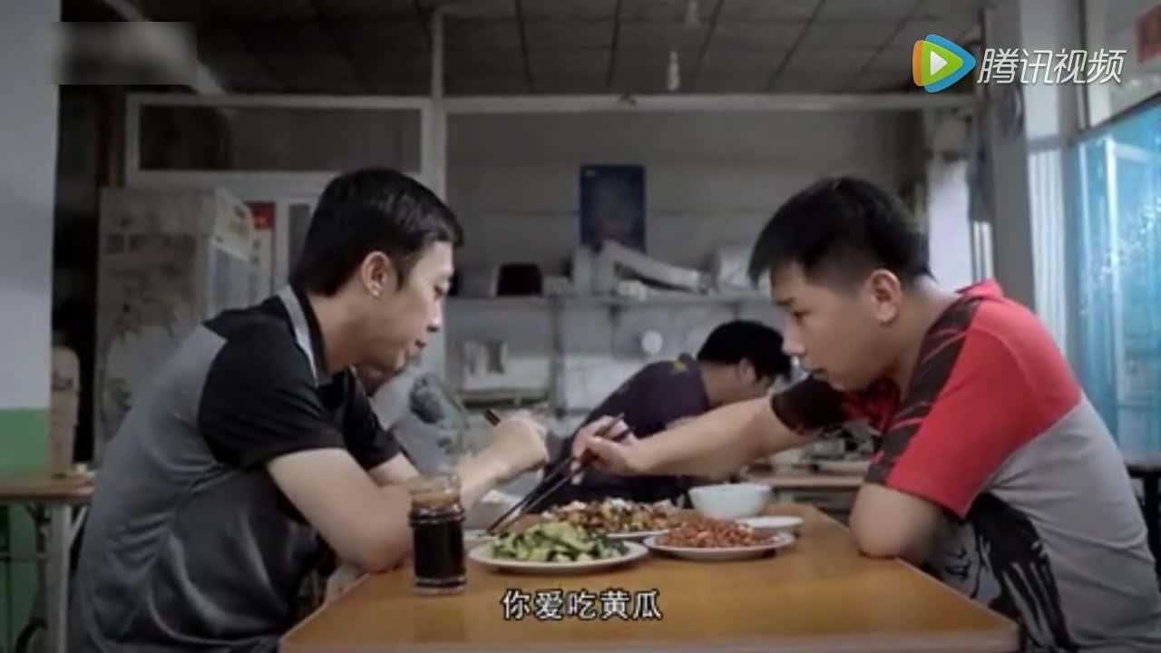 顾客发现菜里有虫子,看大鹏如何化解危机!