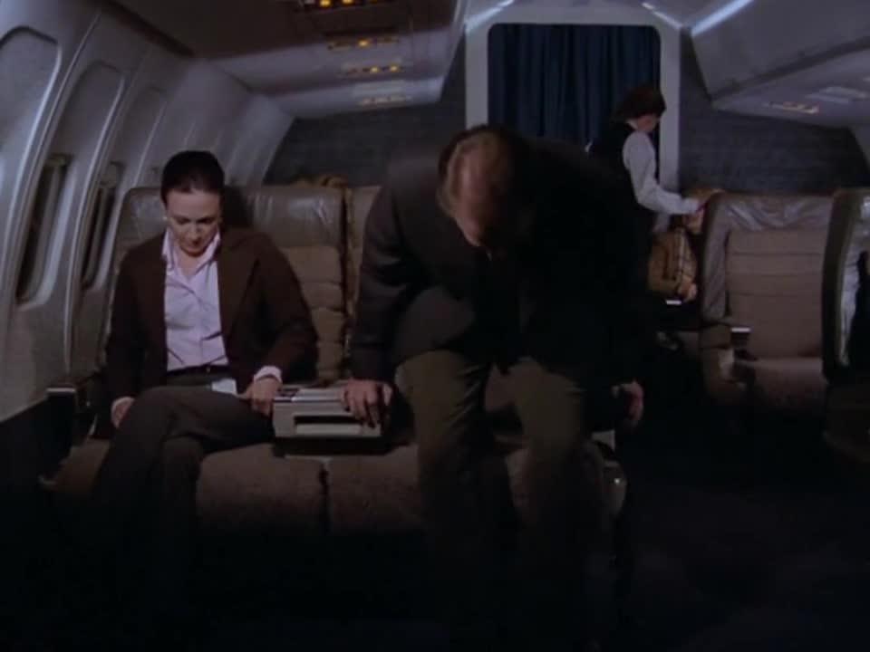 女子搭乘飞机时遇到一眼熟男子,一番交谈后,脸色逐渐改变
