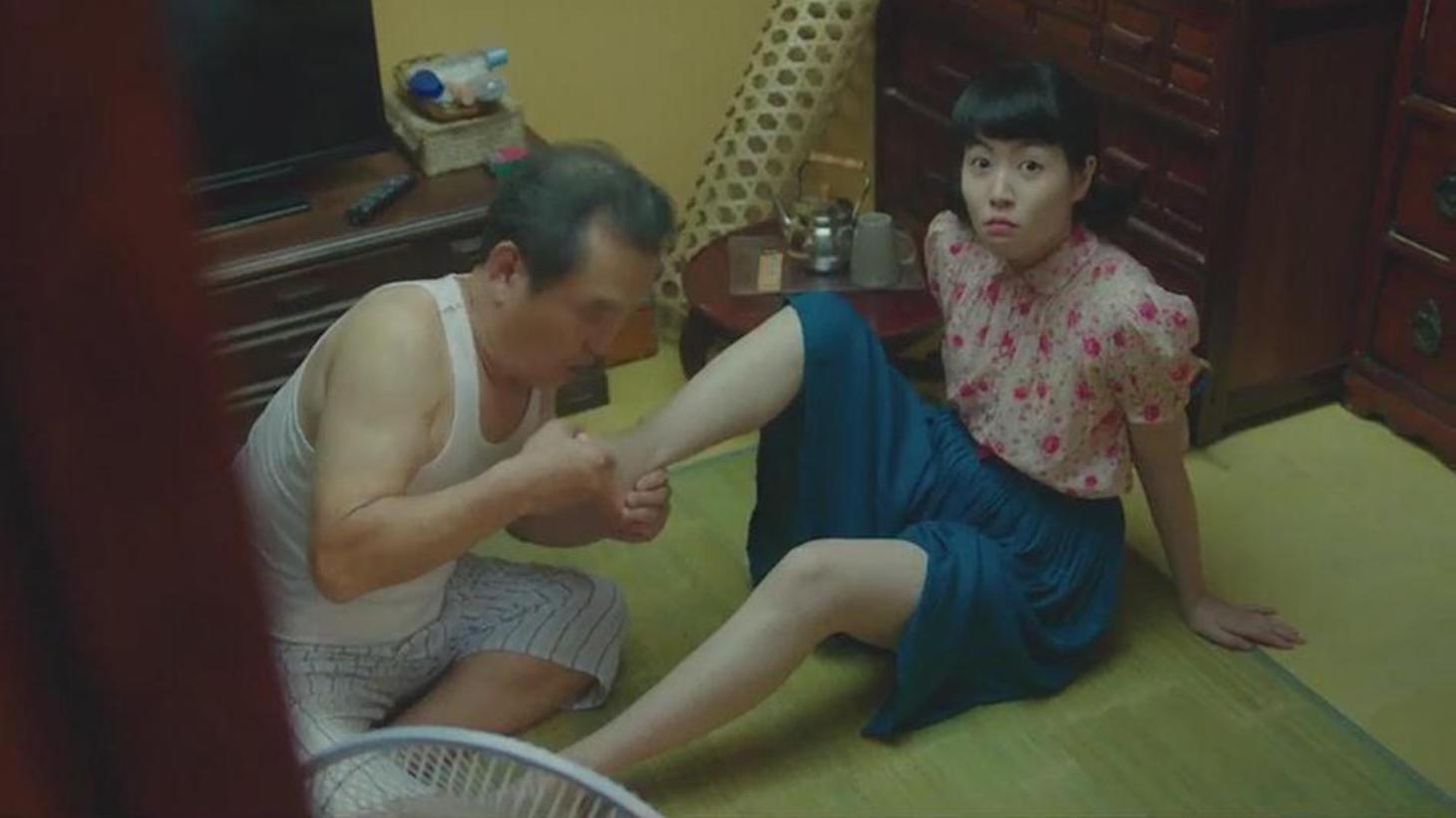 #经典看电影#七旬老太返老还童变成20岁,还遭到亲孙子的追求
