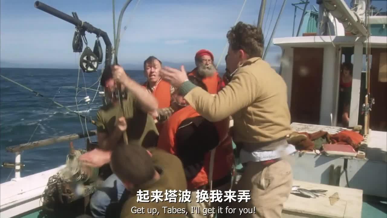 震惊!一群神经病居然开船在海上钓鱼