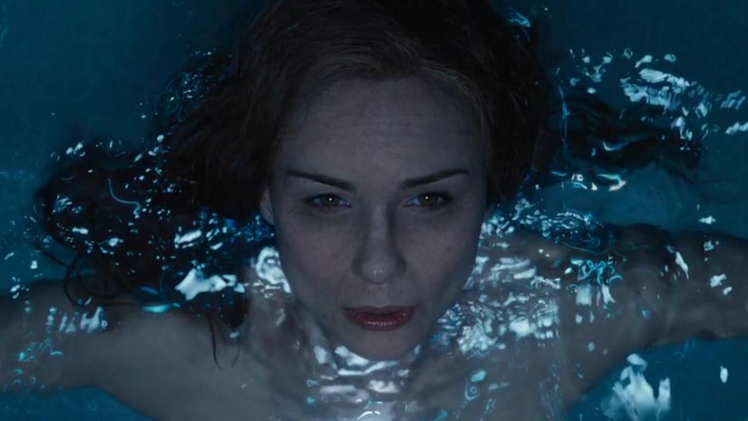 #爆笑看电影#外星文明创造人类用来洗澡,100个人提炼1瓶沐浴露