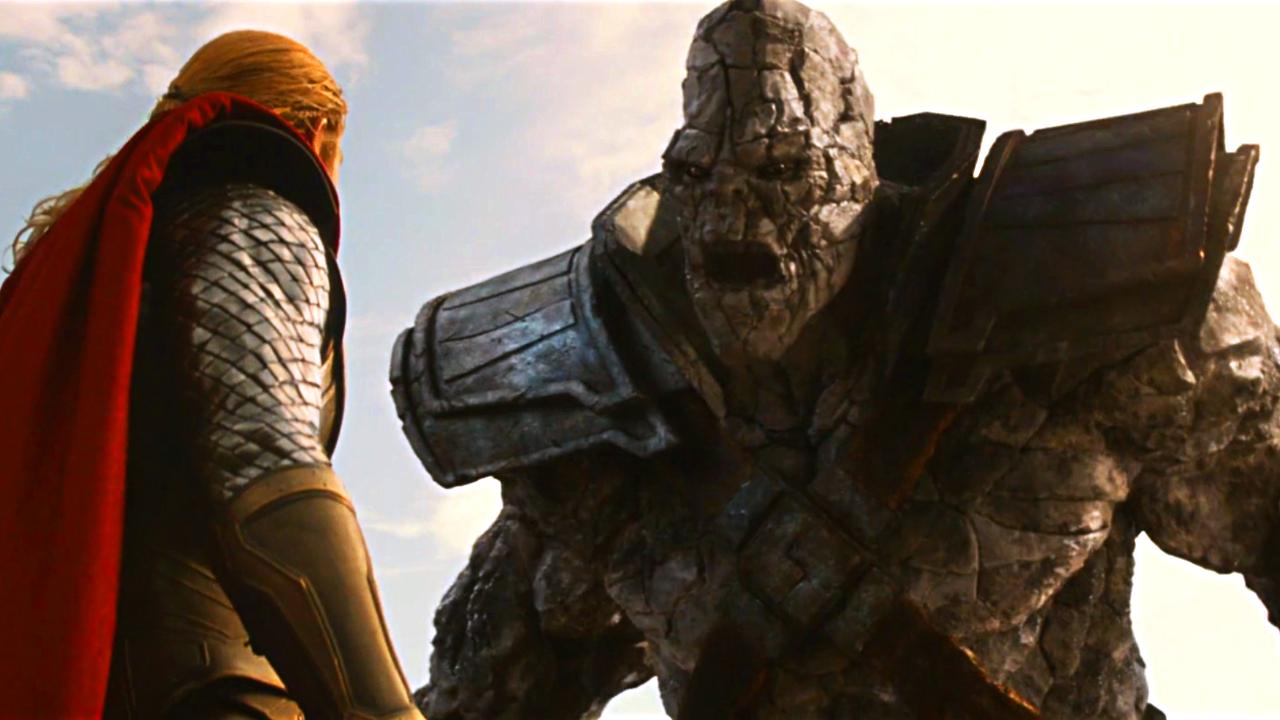 #经典看电影#石头巨人挑衅雷神,本以为坚不可摧,却被一锤子砸成了碎片!