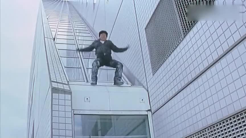 向大哥致敬,摩天大楼说跳就跳,好惊险!