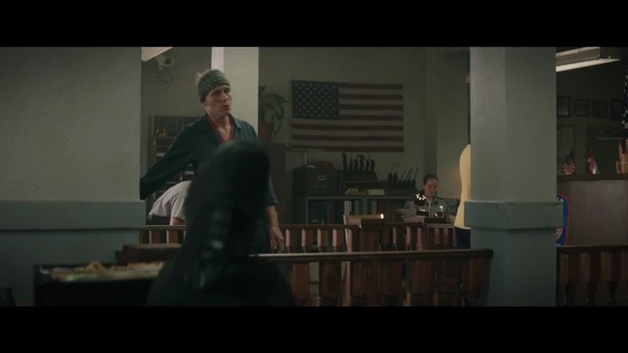 #经典看电影#史上最强大妈,冲进警察局骂的警察一点脾气都没有