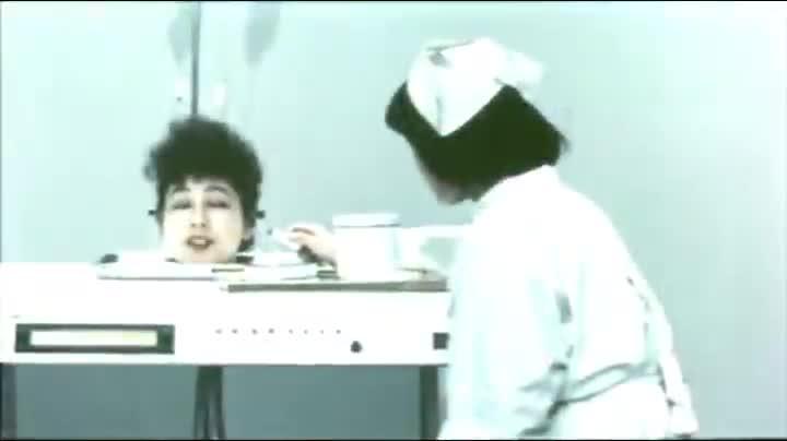 护士给美人头化妆,却不知道损害了她的健康