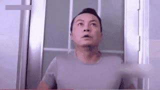 太尴尬了 不小心误入女厕 吓得我赶紧关上门