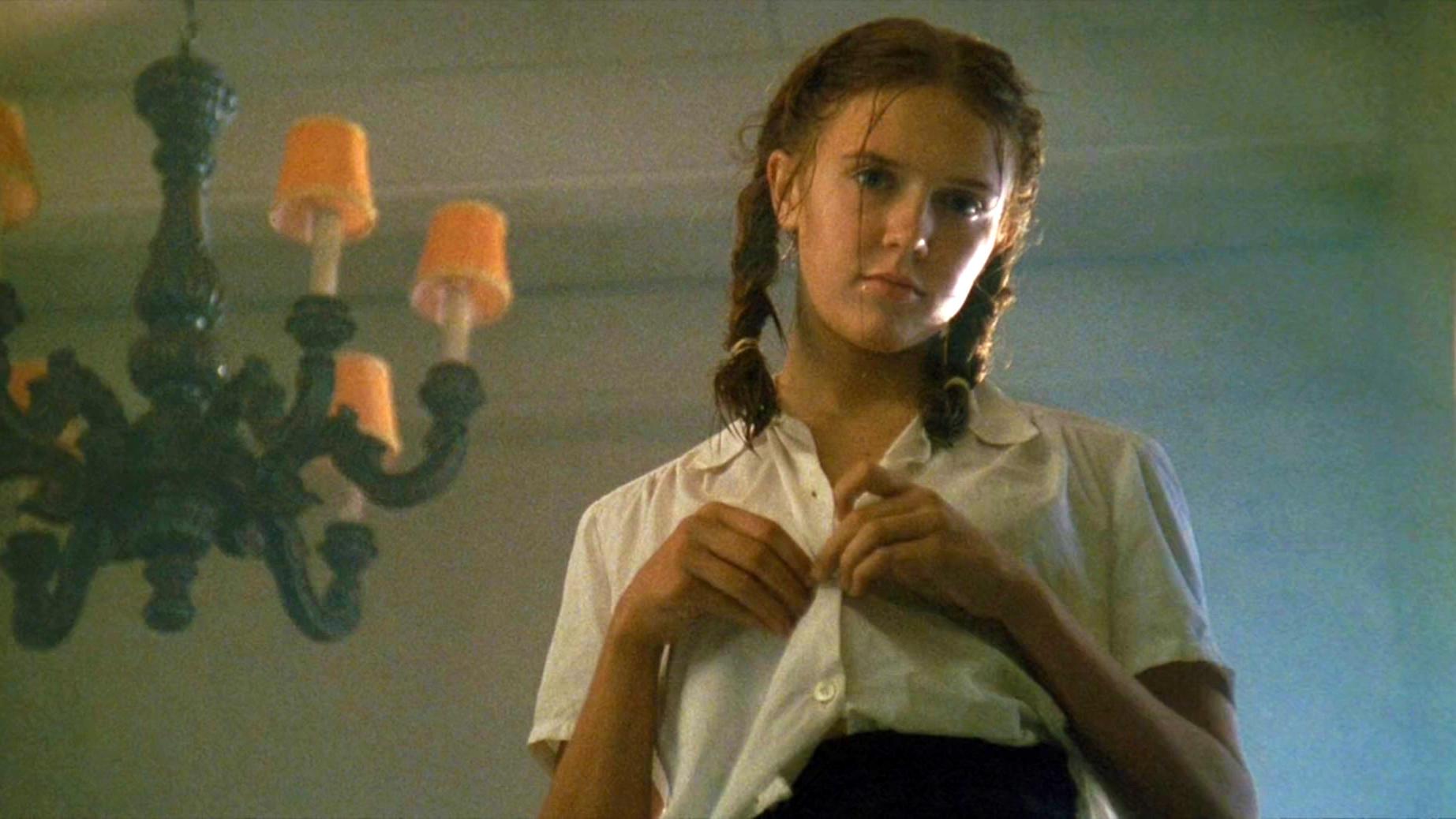 #电影迷的修养#私藏了20多年的电影,每年看一遍都不会腻,女孩美得无法抗拒!