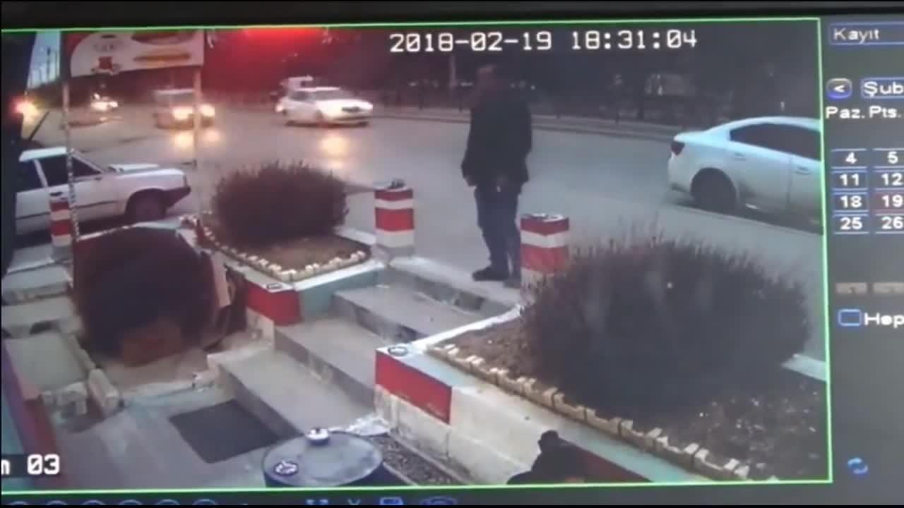 #车祸#男子怎么也没想到,这是他人生抽的最后一支烟!5秒后画面太惨