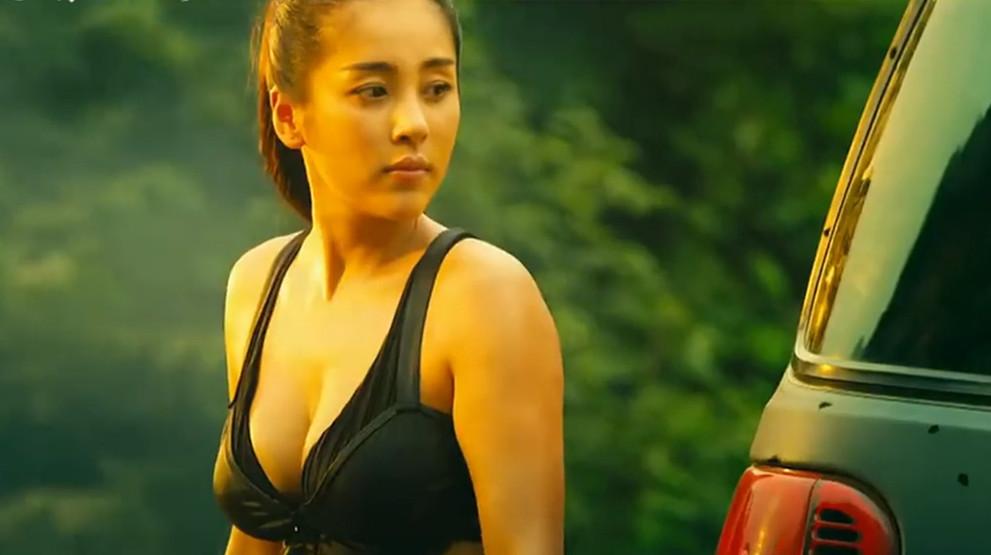 #羞羞看电影#一部让人尴尬的山寨大片,女主的身材成为唯一的看点