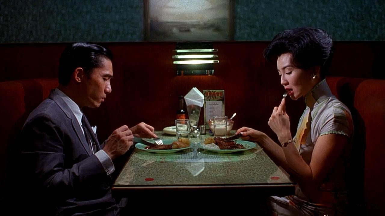 #经典看电影#《花样年华》梁朝伟和张曼玉吃饭镜头,反映出两人感情的变化