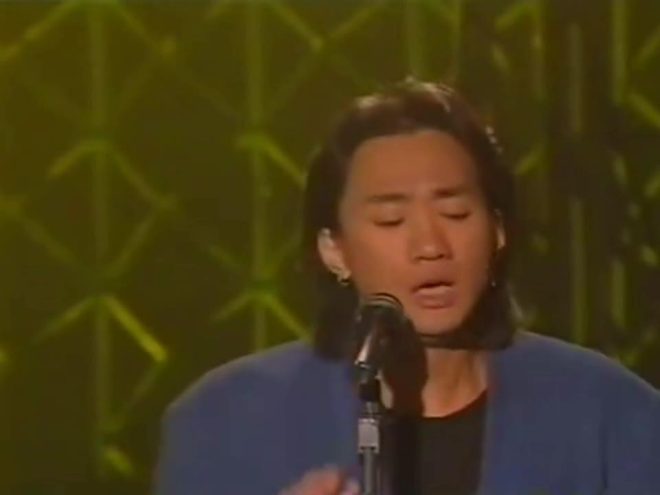 黄家驹颁奖典礼上最后一次演绎《海阔天空》,激情四射,百听不厌