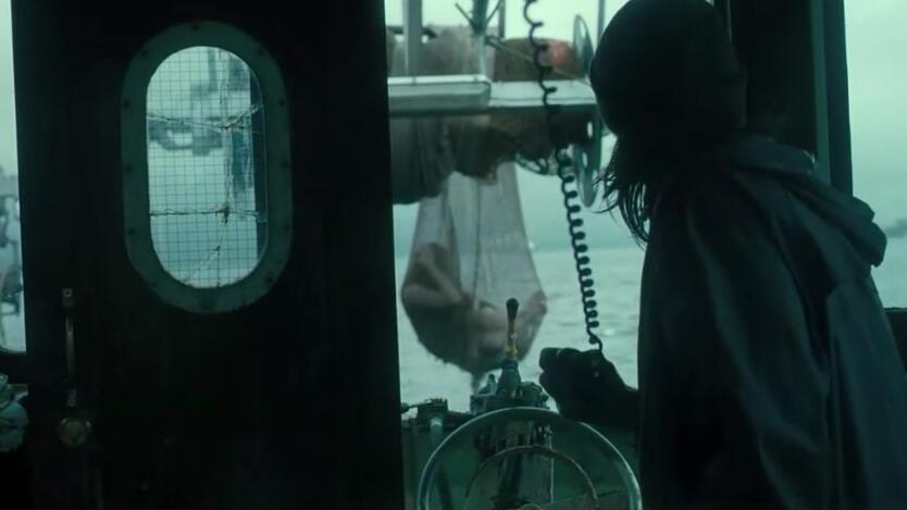 #经典看电影#小伙出海捕鱼抓到一条美人鱼,收留在家中,却不知已闯了大祸!
