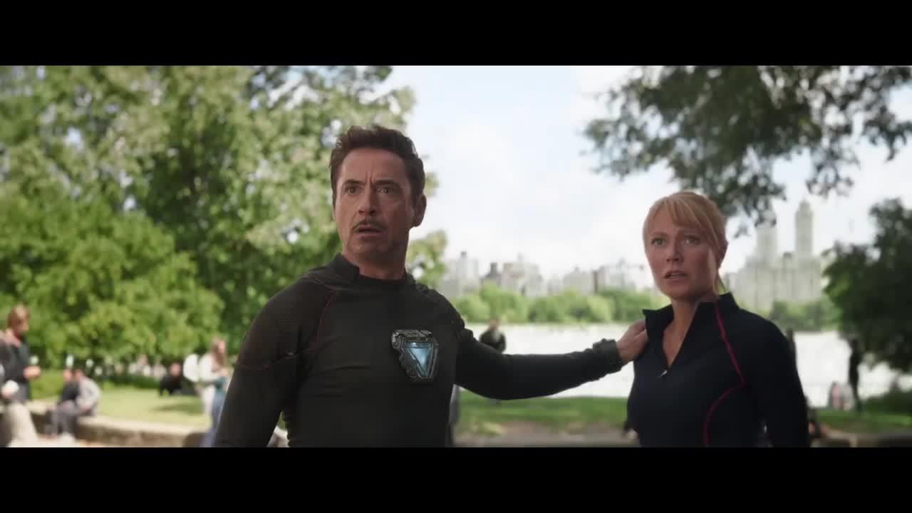 钢铁侠想和妻子约会,这时有人却来打扰,聊起了宝石