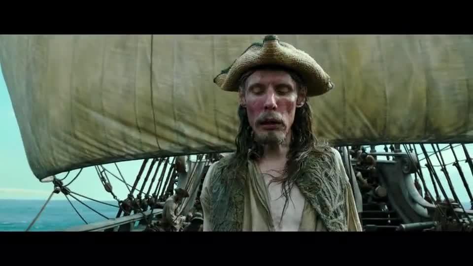#经典看电影#大叔刚喝了口水,往旁边一看却看到只死鸟,赶紧用水再泼自己脸
