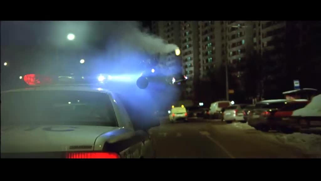警察拿火箭筒打它,结果惹怒直接让警车飞天