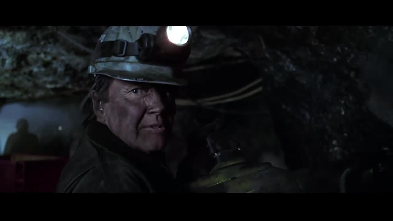 男子进煤矿挖煤简直是捣乱