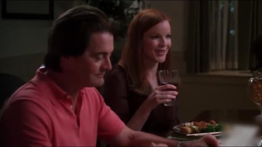 朋友们聚餐,男子在饭桌上说这个,朋友们听完都很尴尬