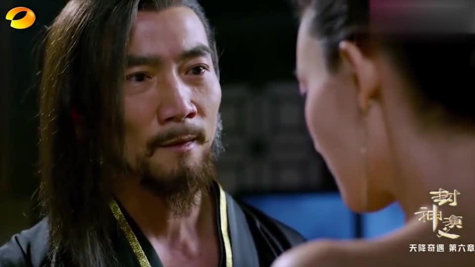 封神演义妲己正在服侍纣王,九尾妖狐却在偷看,妲己羞怒不已