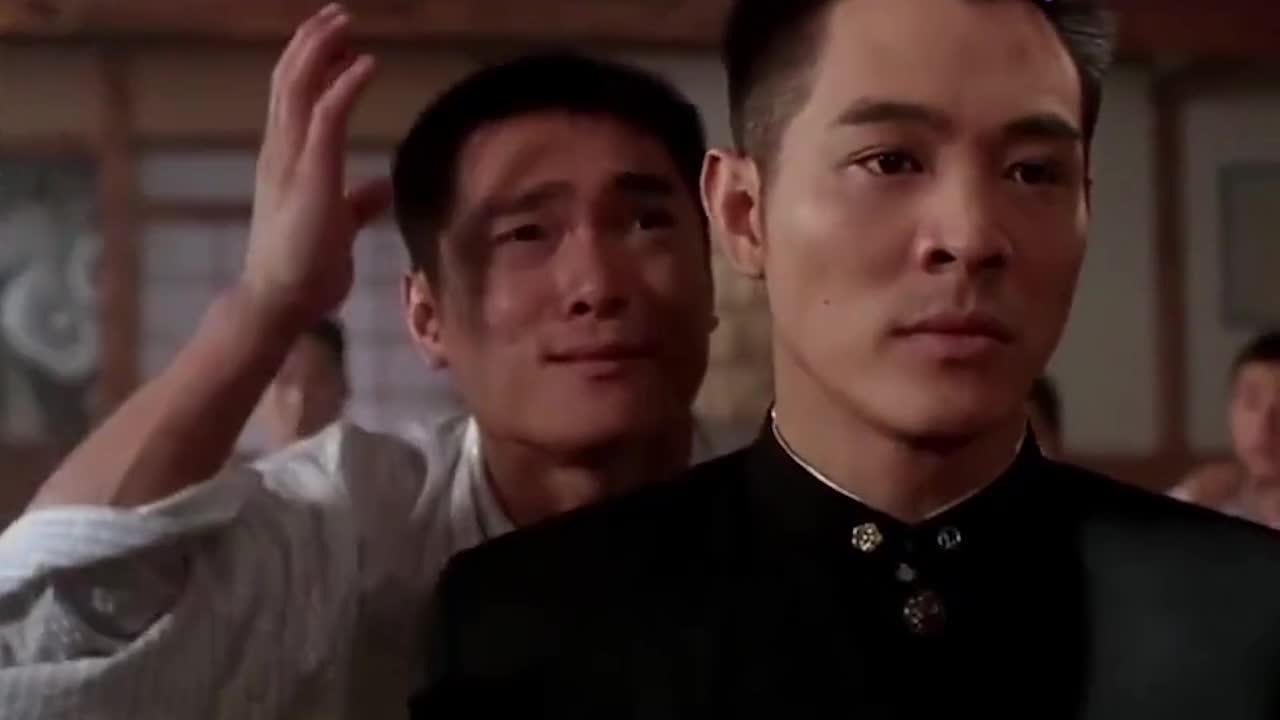 师傅被小鬼子杀害,小伙单挑一群武士,网友:霸气侧露!