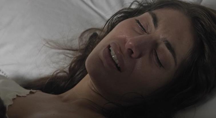 #惊悚看电影#几分钟看懂恐怖片《墙里的声音》,你介意我偷换你的身体吗?