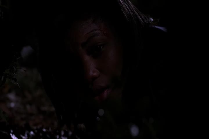 一绑匪想帮女孩逃走,却被开枪射杀,女孩能否获救?