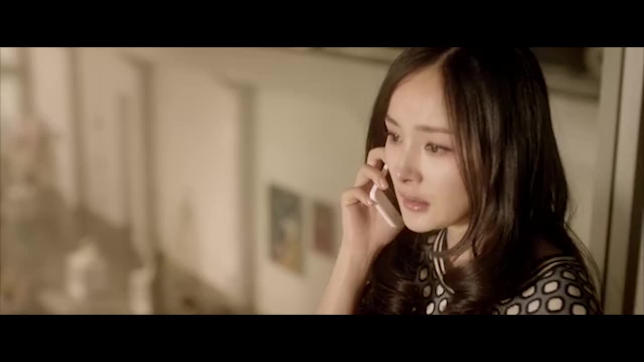 看到男朋友和其他女生亲吻,自己伤心欲绝,找闺蜜哭诉