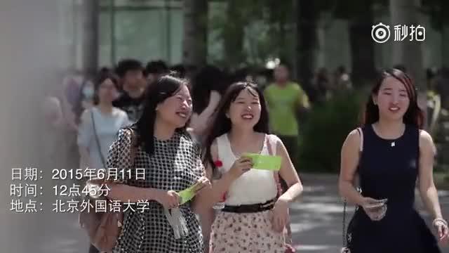 北外学生九国语言快闪演绎《栀子花开》,何炅现场泪崩。